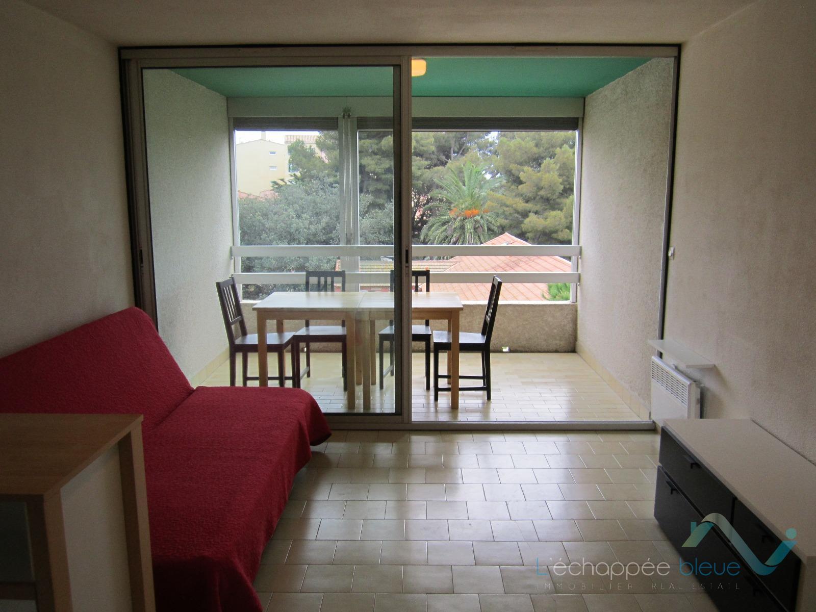 location appartement hy res 83400 sur le partenaire. Black Bedroom Furniture Sets. Home Design Ideas